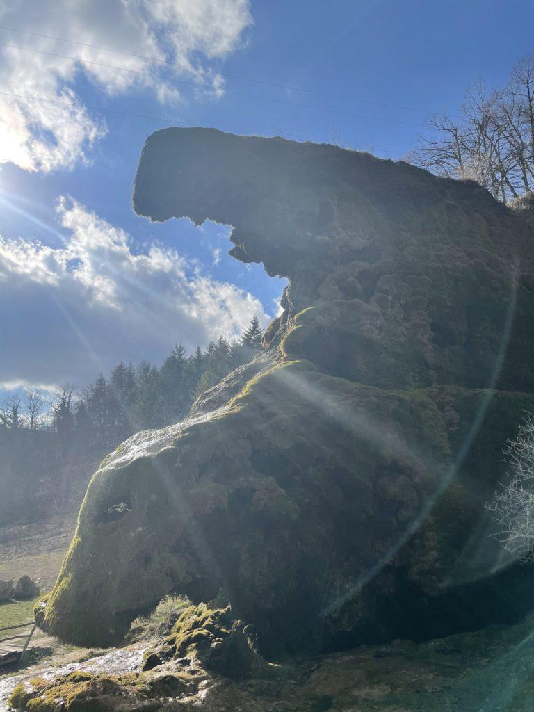 le grotte di Labante illuminate dal sole