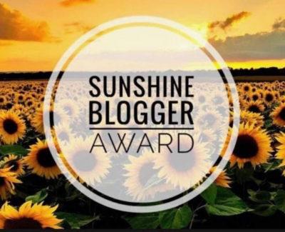questo è il logo del sunshine blogger award, riconoscimento virtuale del blogging