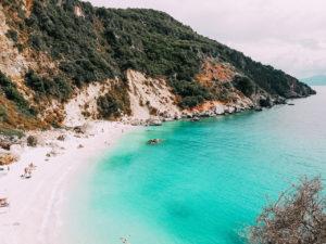 L'isola di Lefkada vanta alcune tra le spiagge incontaminate più belle delle isole greche, è davvero da visitare