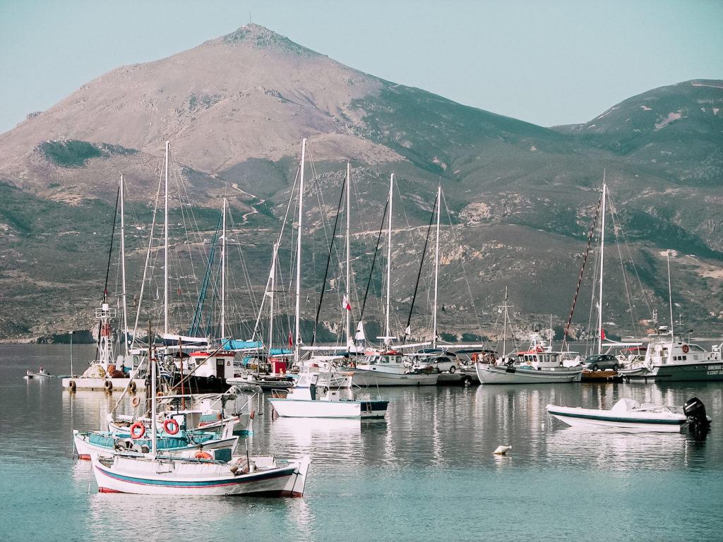 L'isola di Venere, la bella Milos è tutta da scoprire e vale la pena che venga inserita tra le più belle isole greche consigliate per l'estate