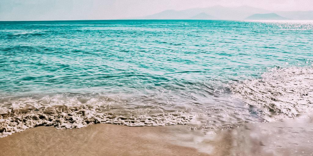 L'isola di Naxos è nota per essere l'isola che secondo la mitologia ha dato i natali al dio Zeus, è proprio da visitare