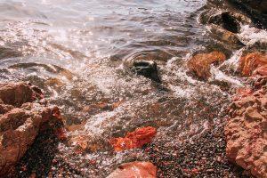 le rocce rosse di Red Beach vi faranno credere di essere su Marte
