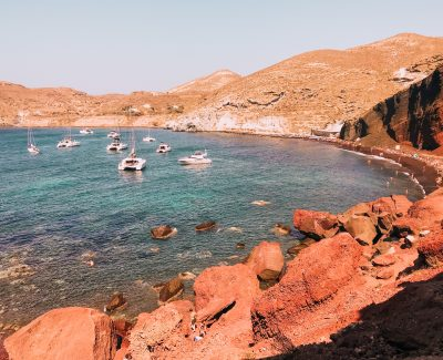 le spiagge vulcaniche di Santorini rendono quest'isola unica nel suo genere