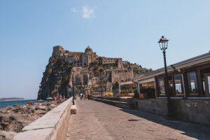 l'isola di Ischia è una delle piccole isole più belle d'Italia