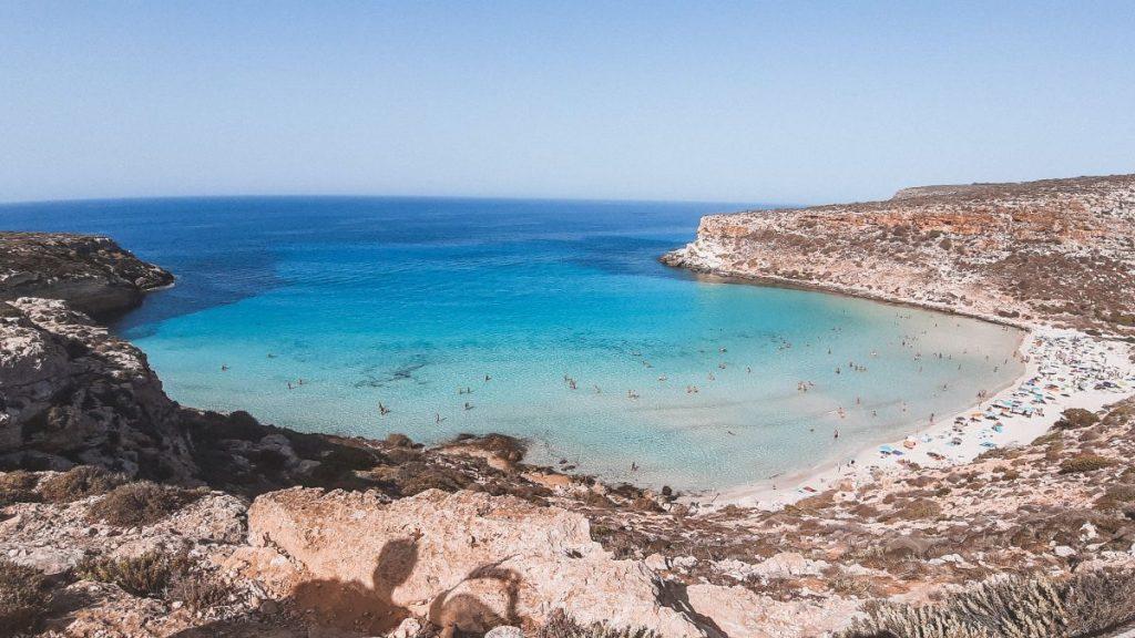 Lampedusa è una delle piccole isole più affascinanti d'Italia