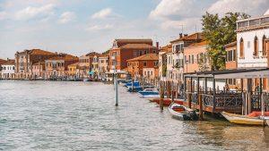 una delle piccole isole italiane più affascinanti è Murano, nei pressi di Venezia