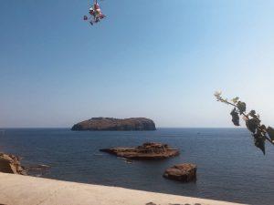 una delle isole piccole più belle da visitare in Italia sono le isole pontine, nel Lazio