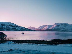 quando non si va a caccia dell'aurora boreale è possibile dedicarsi ad alcune escursioni per scoprire le bellezze della Norvegia