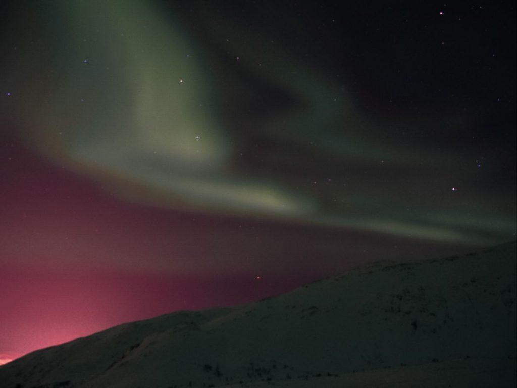 andare a caccia dell'aurora boreale in Norvegia è davvero una grande avventura, che lascia senza fiato ed emoziona fino alle lacrime