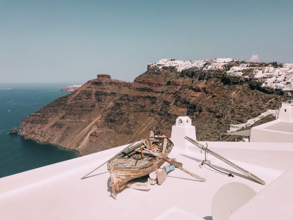 la caldera di Santorini, uno dei luoghi più romantici delle Isole Cicladi
