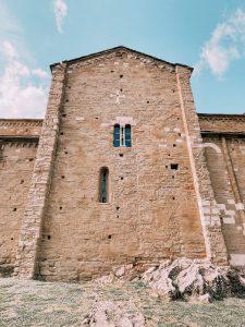 ll duomo di San Leo è stato edificato sulla nuda roccia