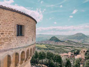 ancora oggi moltissime persone visitano il forte di San Leo e ricordano la personalità del conte di Cagliostro