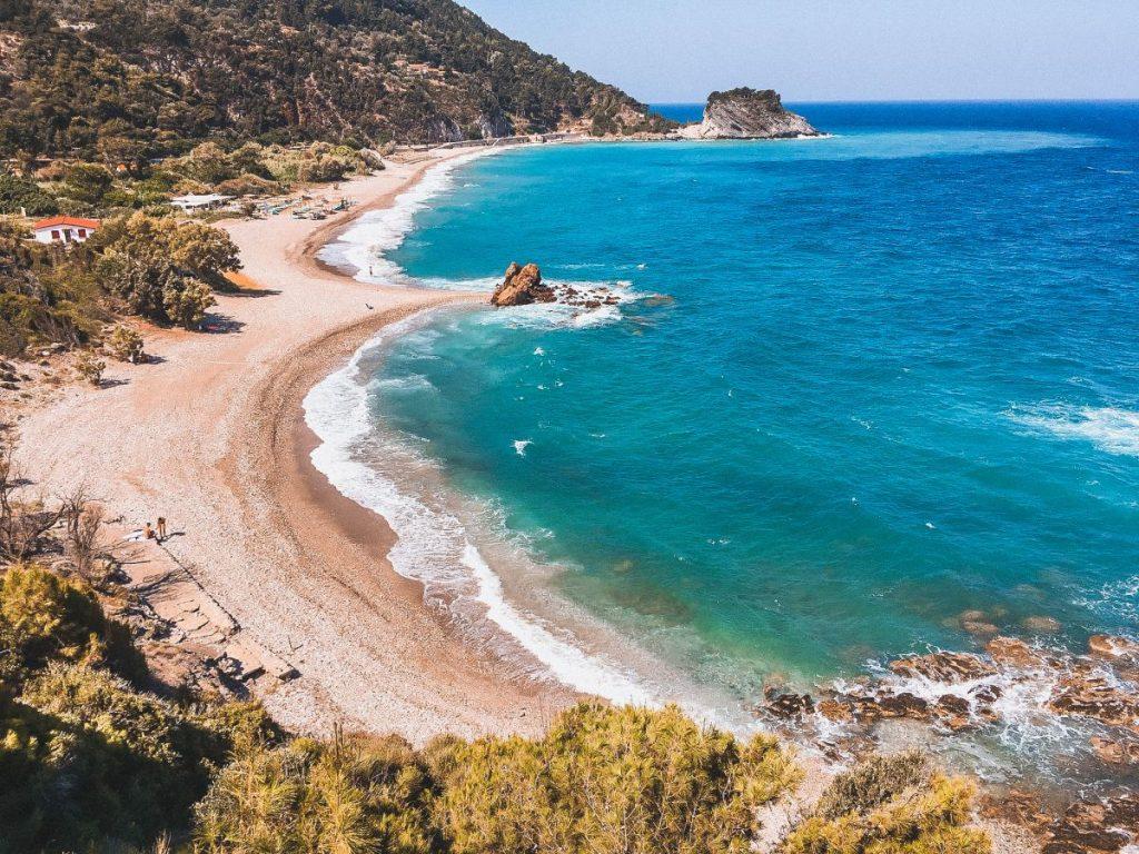 Tra le isole greche poco turistiche, Samos è una delle più selvagge e autentiche. Da non perdere.