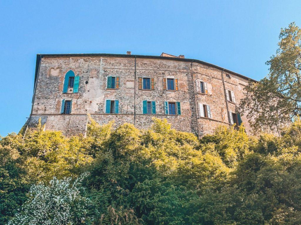 Il castello di Bianello oggi mostra tutte le famiglie nobiliari che lo hanno abitato nel corso dei secoli