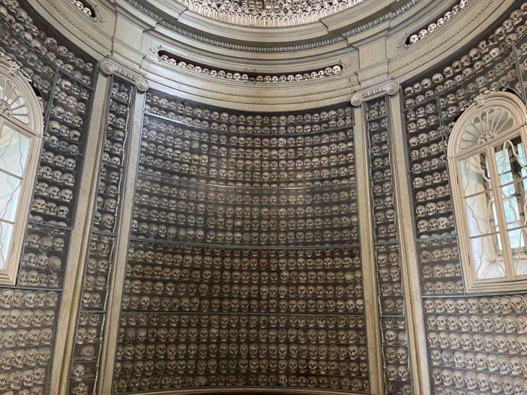 L'Ossario è senza dubbio il luogo più caratteristico di Solferino, dove sono custoditi i resti dei soldati di entrambi gli schieramenti