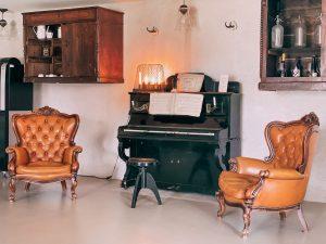 uno degli elementi di arredo che mi hanno colpito maggiormente è questo vecchio pianoforte ristrutturato e posto nei pressi della reception del JHD Dunant Hotel
