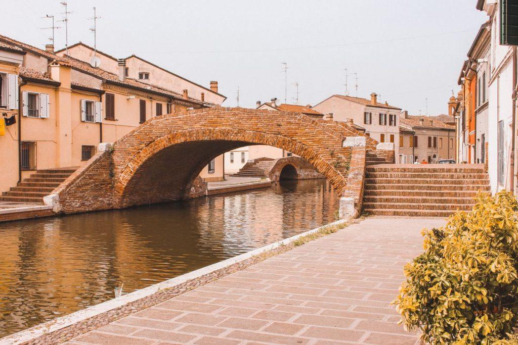 Gli antichi ponti di Comacchio sono davvero molto belli anche se semplici nella costruzione, fatti con laterizio.