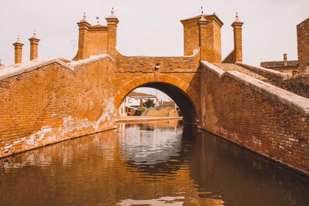 Il Ponte dei Trepponti è il monumento più iconico della città di Comacchio: da vedere assolutamente