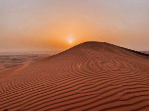 Il tramonto sulle dune rosse del deserto di Sharja è una delle cose più emozionanti che ho visto a Dubai