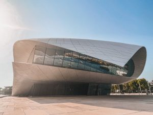Ethiad Museum, Dubai prima e dopo lo sviluppo economico