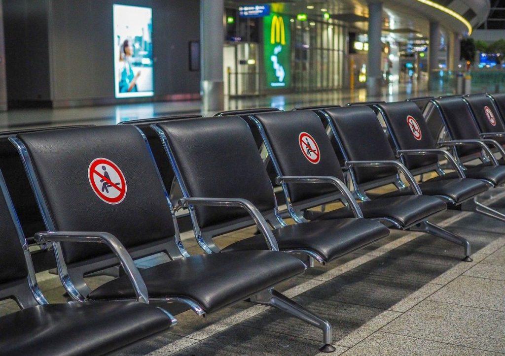 viaggiare ai tempi del covid vuol dire entrare negli aeroporti vuoti, una sensazione davvero strana