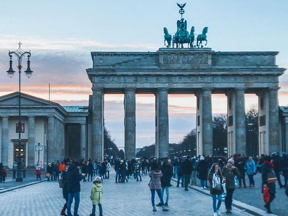 Pariser Plat è una delle piazze più significative di Berlino