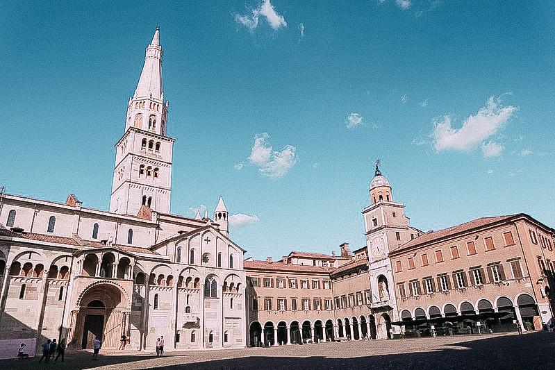 Piazza Grande con la celebre Ghirlandina di Modena