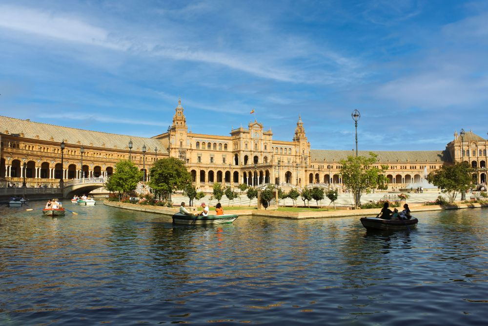 Piazza di Spagna una delle piazze più spettacolari del mondo
