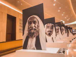 le gigantografie dei 7 padri fondatori degli Emirati Arabi Uniti