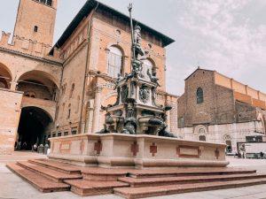 Piazza del Nettuno è un'icona di Bologna con la sua fontana