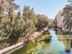 i canali artificiali che attraversano Madinat Jumeirah le hanno valso l'appellativo di piccola Venezia