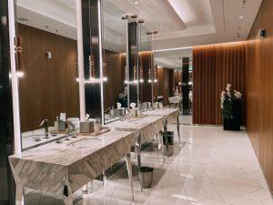 la splendida e luminosa toilette del Gia di Dubai è assolutamente da fotografare