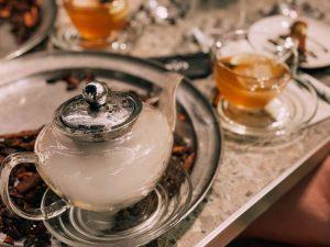 la cena al Gia è caratterizzata dalla preparazione di bevande freschissime