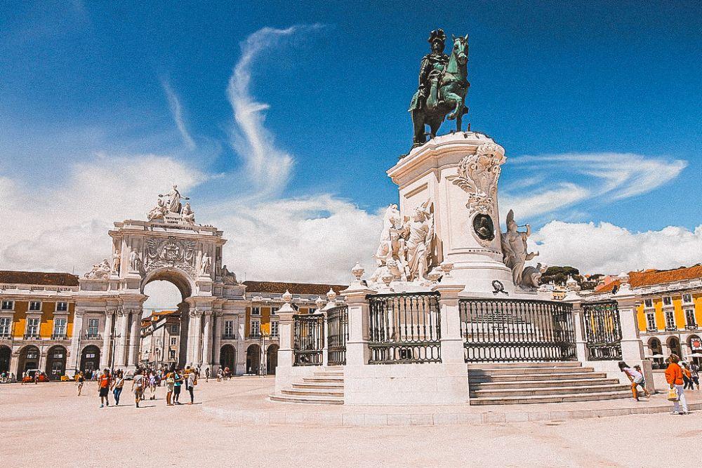piazza del Commercio a Lisbona è una delle piazze più significative d'Europa