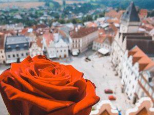 veduta aerea di piazza della città vecchia di Praga, tra le più belle d'Europa