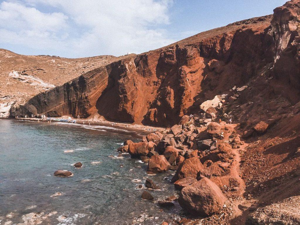 Red beach è la spiaggia più famosa di Santorini, sicuramente tra le più strane del mondo