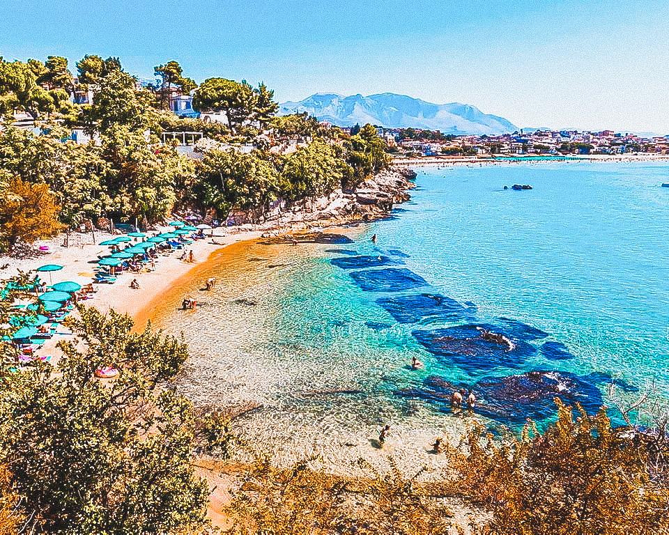 Anche l'Italia ha la sua spiaggia strana, si tratta di Fontania nel Lazio e più precisamente a Gaeta