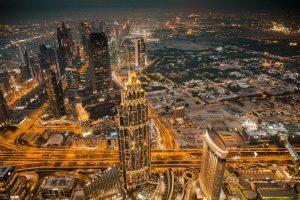 Dubai di notte è un tripudio di colori