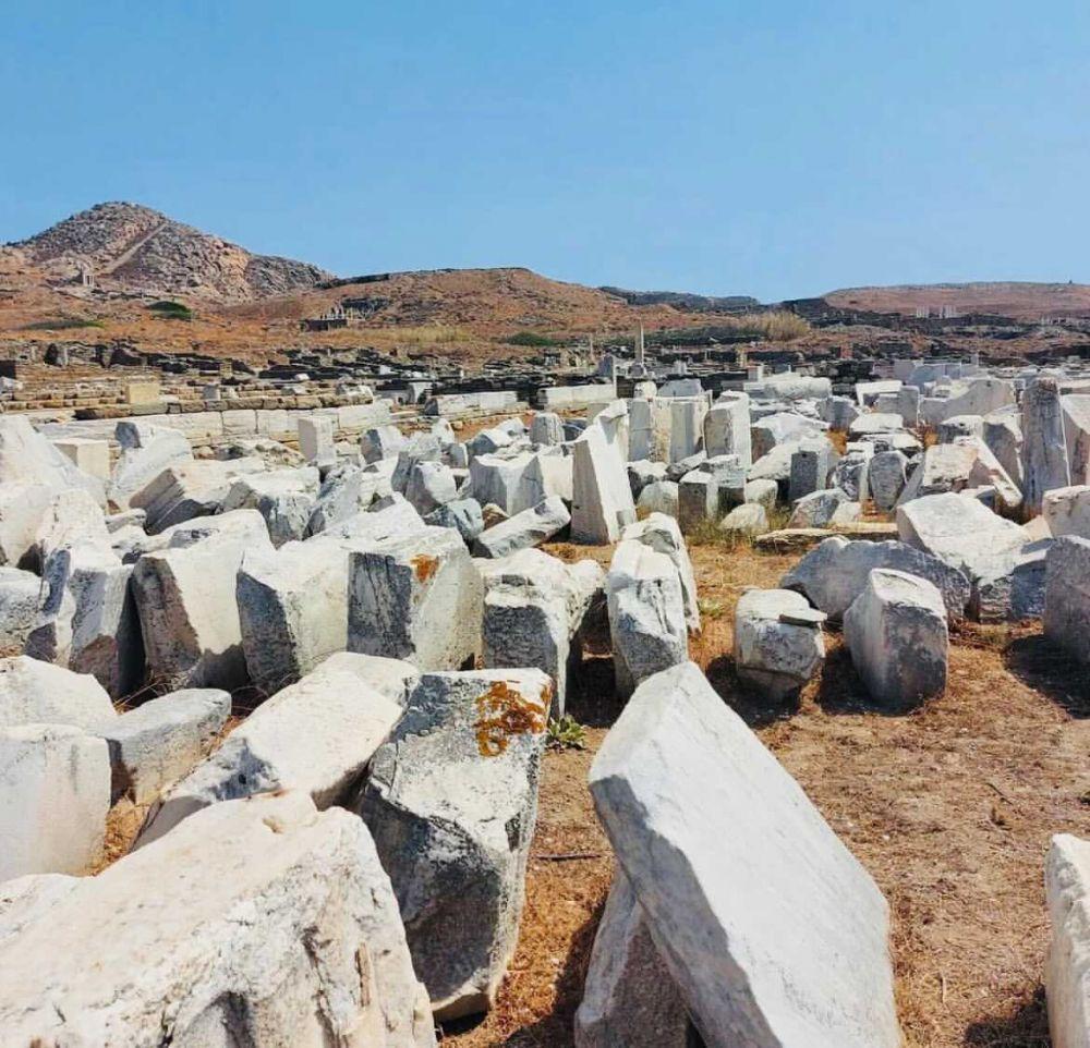 questi sono alcuni dei resti conservati nel parco archeologico di Delo