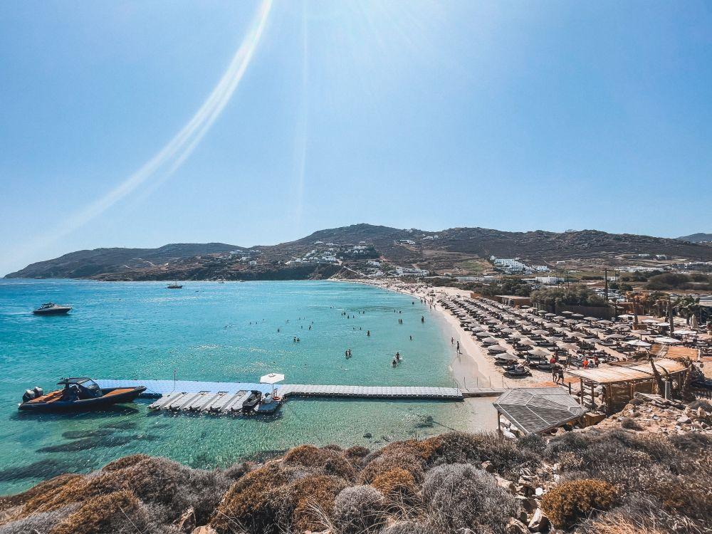 una distesa di sabbia dorata, Kalo Livadi, tra le più belle di Mykonos