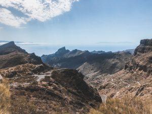 una strada tortuosa conduce a Masca, sulla costa ovest di Tenerife