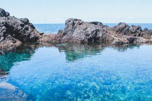 tra le escursioni consigliate a tenerife ci sono le splendide piscine naturali di garachico