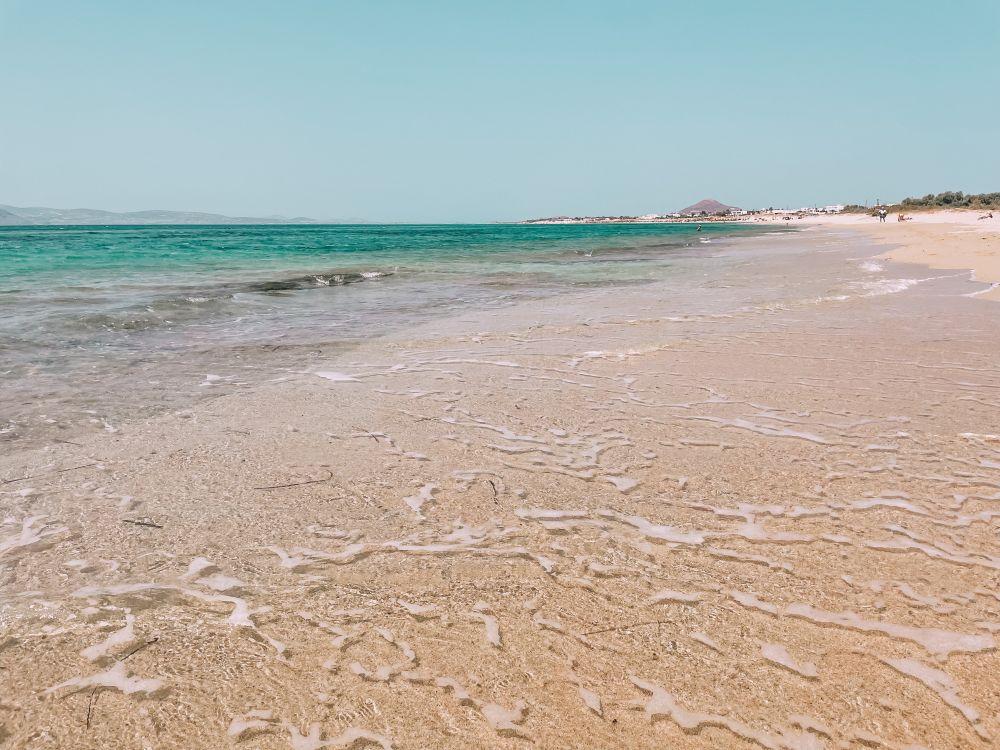 la spiaggia di Agios Prokopios a Naxos