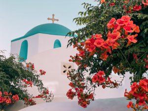 sull'isola di Paros in Grecia ci sono molti angoli adornati con fiori