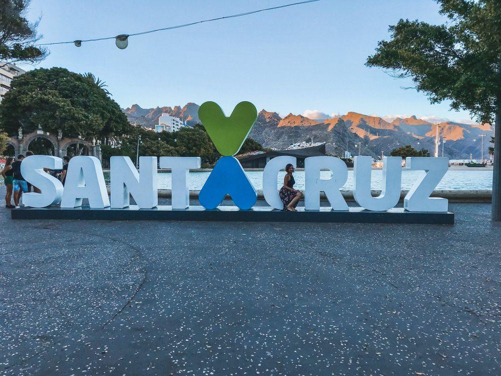 la grande scritta che si trova nel centro di Santa Cruz de Tenerife