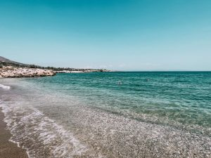la spiaggia di Tripiti, piccola baia incontaminata di Paros