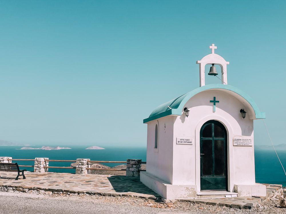 dalla costa orientale di Naxos si vedono nitidamente le Piccole Cicladi
